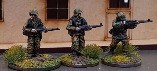 SSL23 Waffen SS late war armed with G43 Automatic rifles
