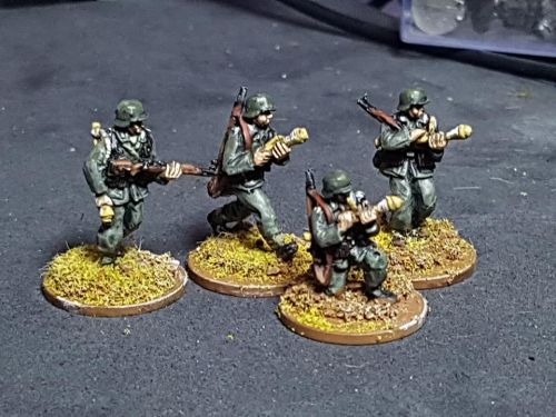 M4302 German Infantry with Panzerfausts