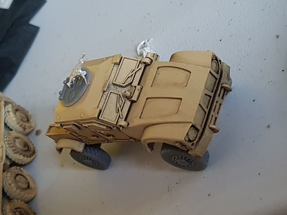 VMUS02 Modern US M-ATV with top hatch, open cargo back and GPMG.
