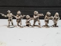 V01 Visiting Aliens. Soldiers and Officers