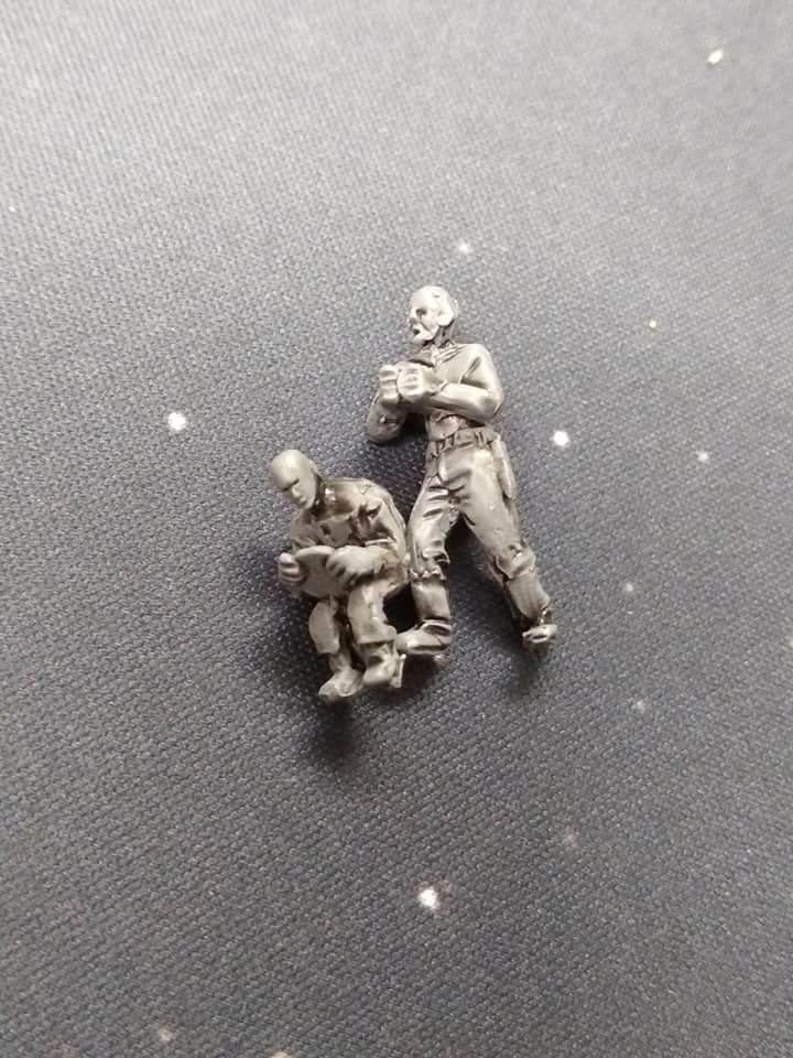 DF06 Post Apoc Vehicle crew x2. Driver and Gunner(standing) bald