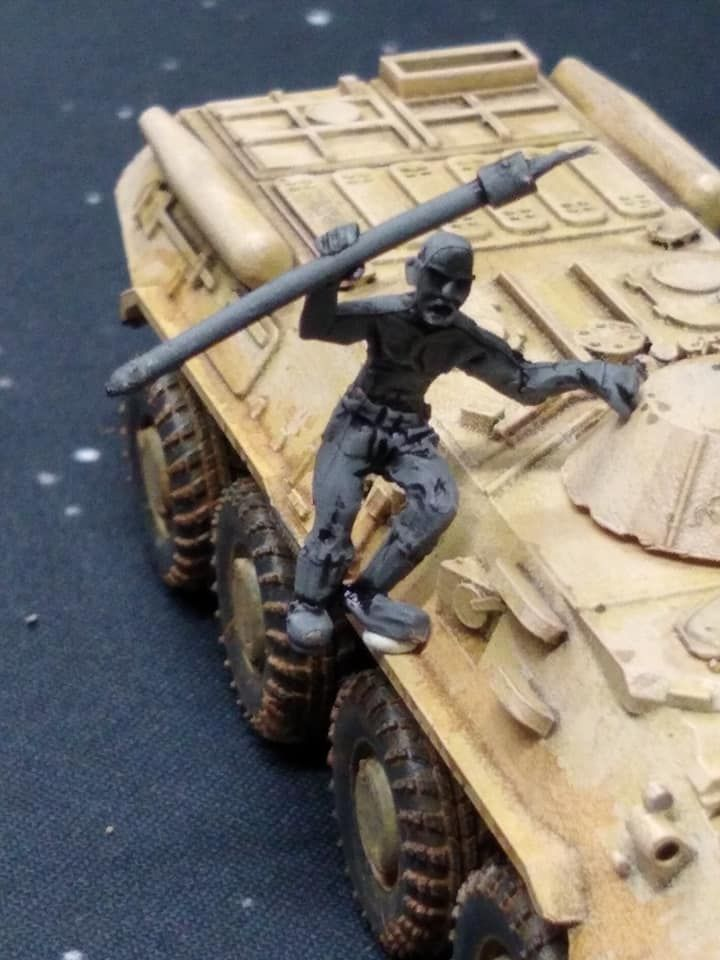 DF09 Post Apoc Vehicle crew man x1 'hanger on' with spear, bald.