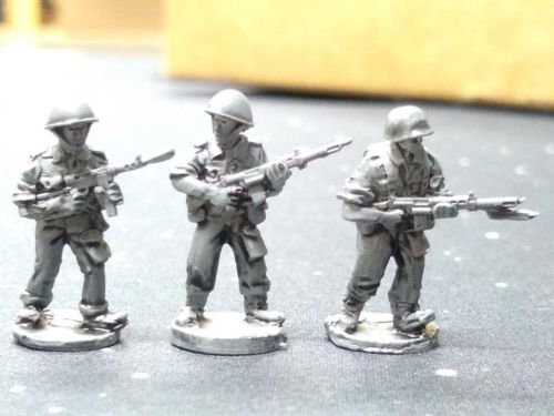 UNI03 UN Ireland 1961 Congo FAL riflemen, M45 smg in steel and plastic helm