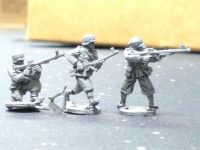 HUN06A Hungarian WW2 troops armed with 31M LMG Steyr-Solothurn in summer uniforms