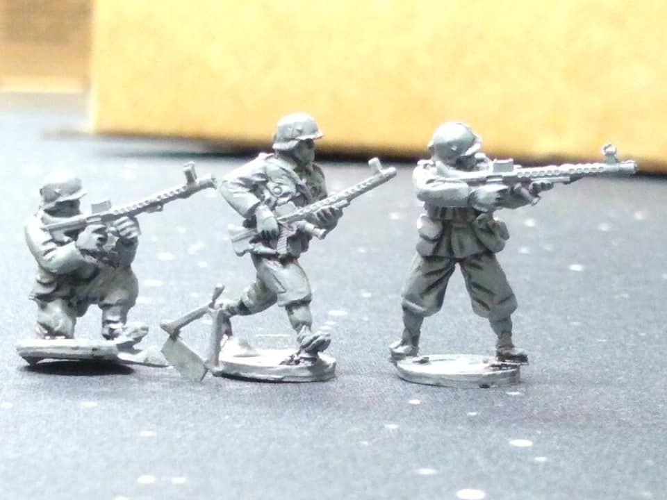 HUN06A Hungarian WW2 troops armed with 31M LMG Steyr-Solothurn in summer un