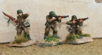 HUN04A Hungarian WW2 NCO's with Danuvia 39M in late summer uniform