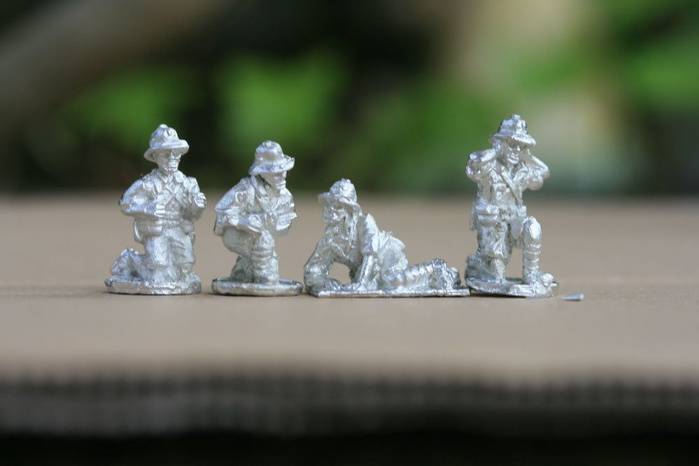 FT06 Tropic French Gun crew kneeling