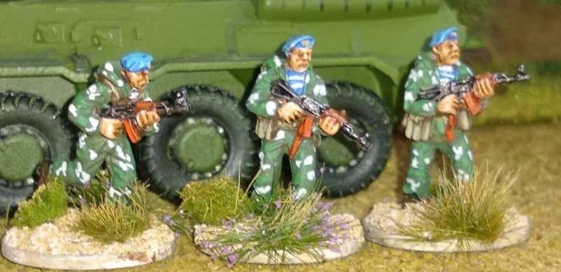 SPZ02 Soviet Spetsnaz/VDV in camo suits AK74S Advancing