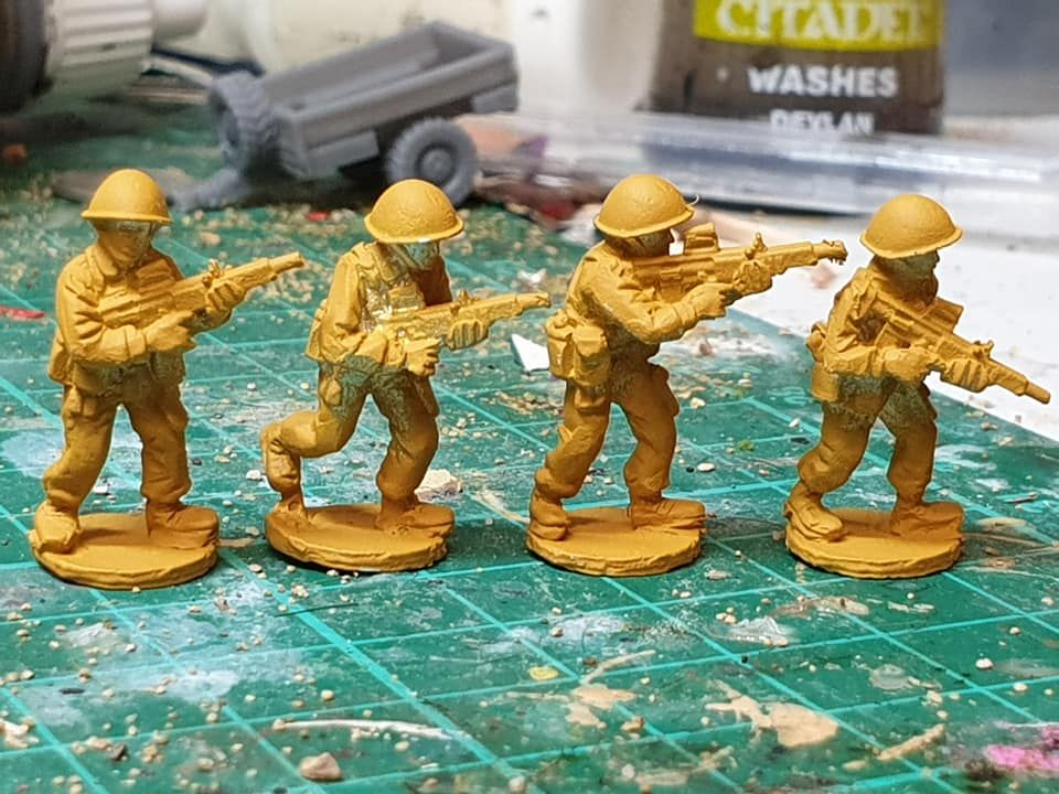 ECB05 Early Cold War British with EM2 rifle and bare helmets