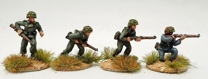 LHR01 Panzer Lehr riflemen advancing.