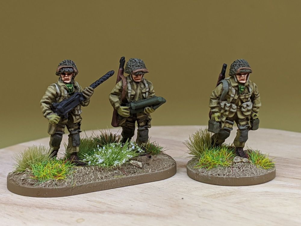 UPN07 US Paras Normandy with .30 cal MMG moving