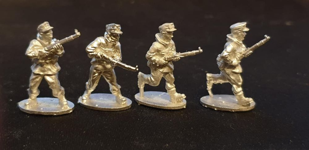 GEB03 Mountain Infantry advancing with K98 and windproof smocks