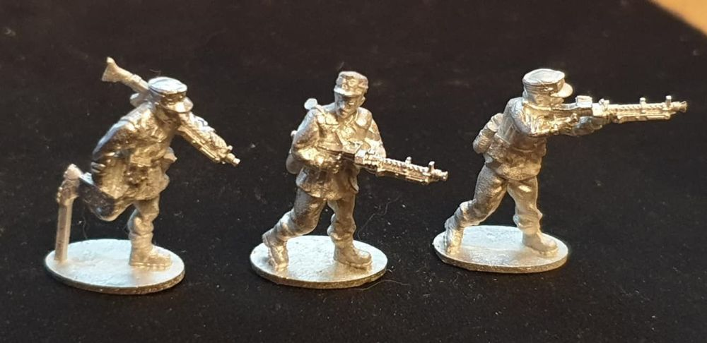 GEB05 Mountain Infantry with MG34 LMGs and windproof smocks