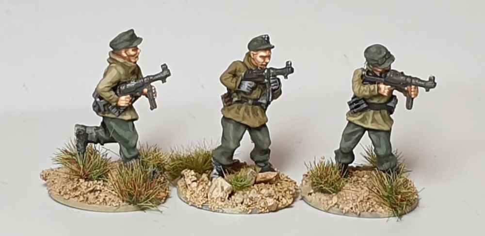 GEB01 NCOs with Mp40 and windproof smocks
