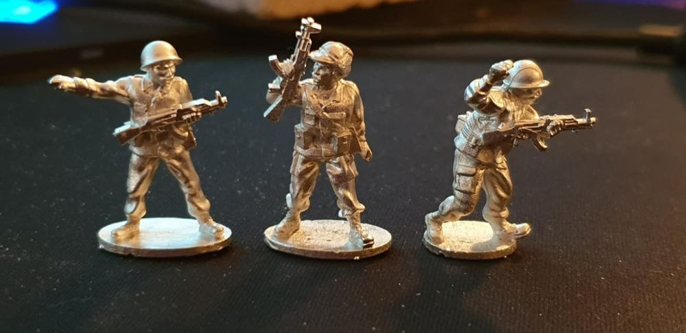 IRQ03 NCO infantry in belt kits with Type56