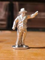 HIP07 Dapper Gentleman pointing