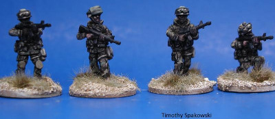 MOP01 US Infantry in MOPP suits with M16A3