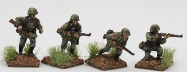 SSE03 Early SS Riflemen Advancing under fire in Type1 smocks