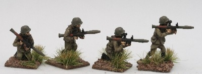 CWR07 Soviet Riflemen in Y strap webbing with RPG7s