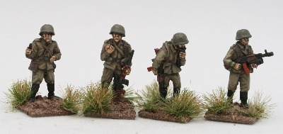 CWR08 Soviet Riflemen in Y strap webbing with command