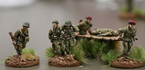 FP06 French Medic and Wounded