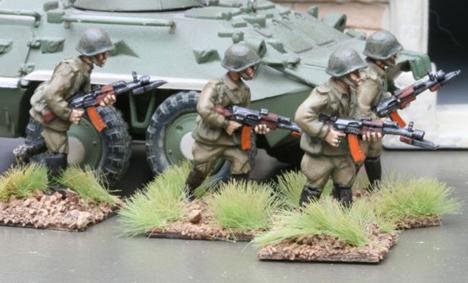 CWR01 Soviet Riflemen in Y strap webbing with Ak74s