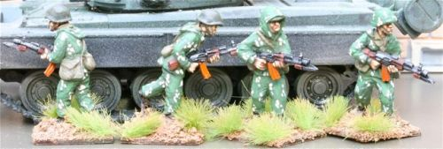 CWR03 Soviet Riflemen with camo suits with AK74s