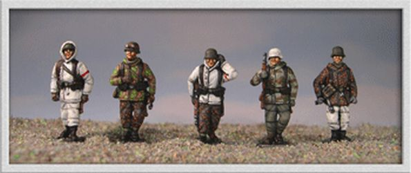 LC19 Germans in winter uniform walking