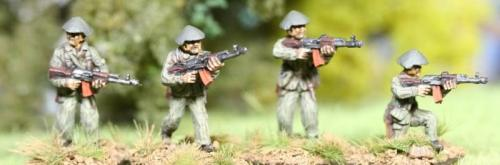 DDR03 East German Riflemen with MPi