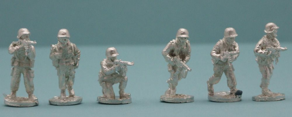 FP10 French MAT49 SMGs in Helmets