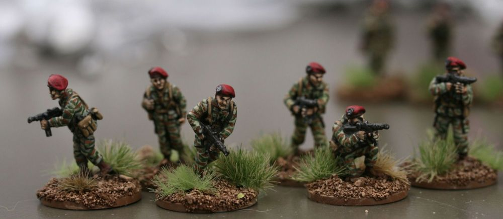 FP02 French MAT49 SMGs in Berets
