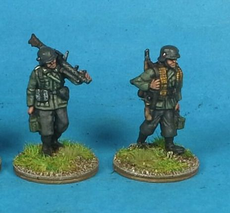 M36-04 German Infantry in M36 uniform MG34 team moving