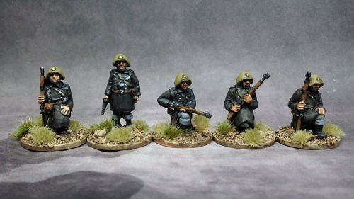 DAN01 WW2 Danish Infantry kneeling with Sargent standing