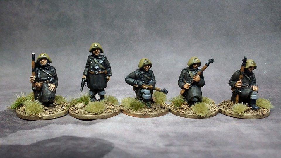 DAN01 WW2 Danish Infantry kneeling with Sargent standing