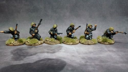 DAN02 WW2 Danish Infantry kneeling with Madsen LMG and Rifle grenade and NC