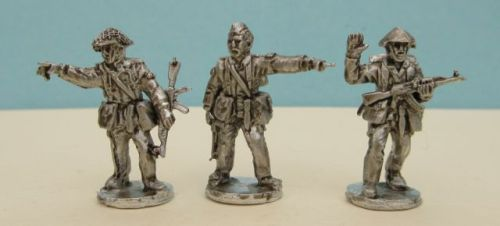 DDR09 East German NCO squad leader type figures