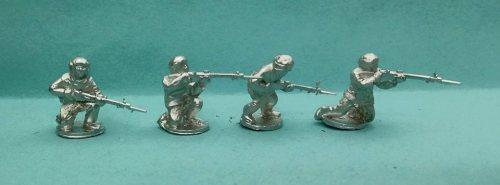 RAWL10 Snowsuit riflemen kneeling skirmishing