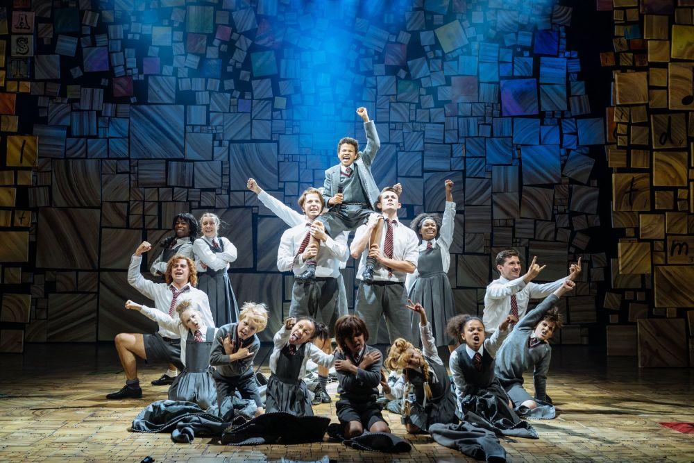 28-RSC-Matilda-The-Musical-UK-Ireland-Tour.-The-Company.-Photo-Manuel-Harla