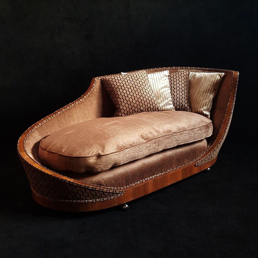 Fine and rare Art Deco walnut chaise longue.