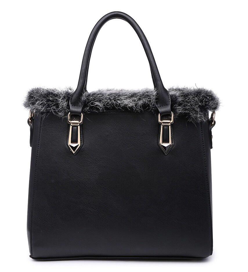 Black Moda handbag with faux fur trim . 4eb0c1bcd4d0d