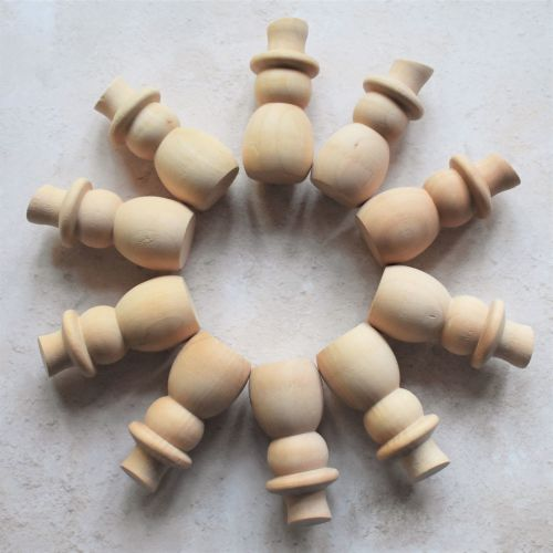 Pack of 10 solid wooden snowmen 6.8cm tall - 15% off (Seconds)