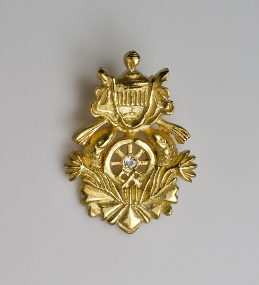 Eight Auspicious symbols brooch - 18ct gold