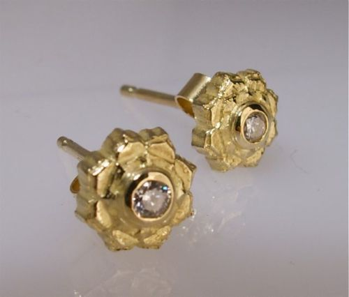 Lotus stud earrings small gold