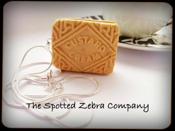 Replica Custard Cream - Necklace