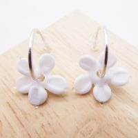 Medium white glass Flower hoop earrings-silver