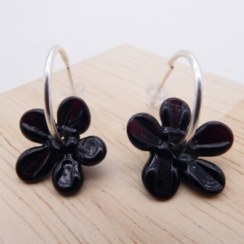 Medium Black glass Flower hoop earrings-silver