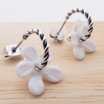 Small white Flower twisted  hoop earrings-silver