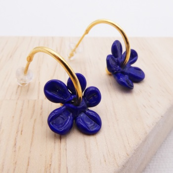 Medium navy glass Flower hoop earrings-gold