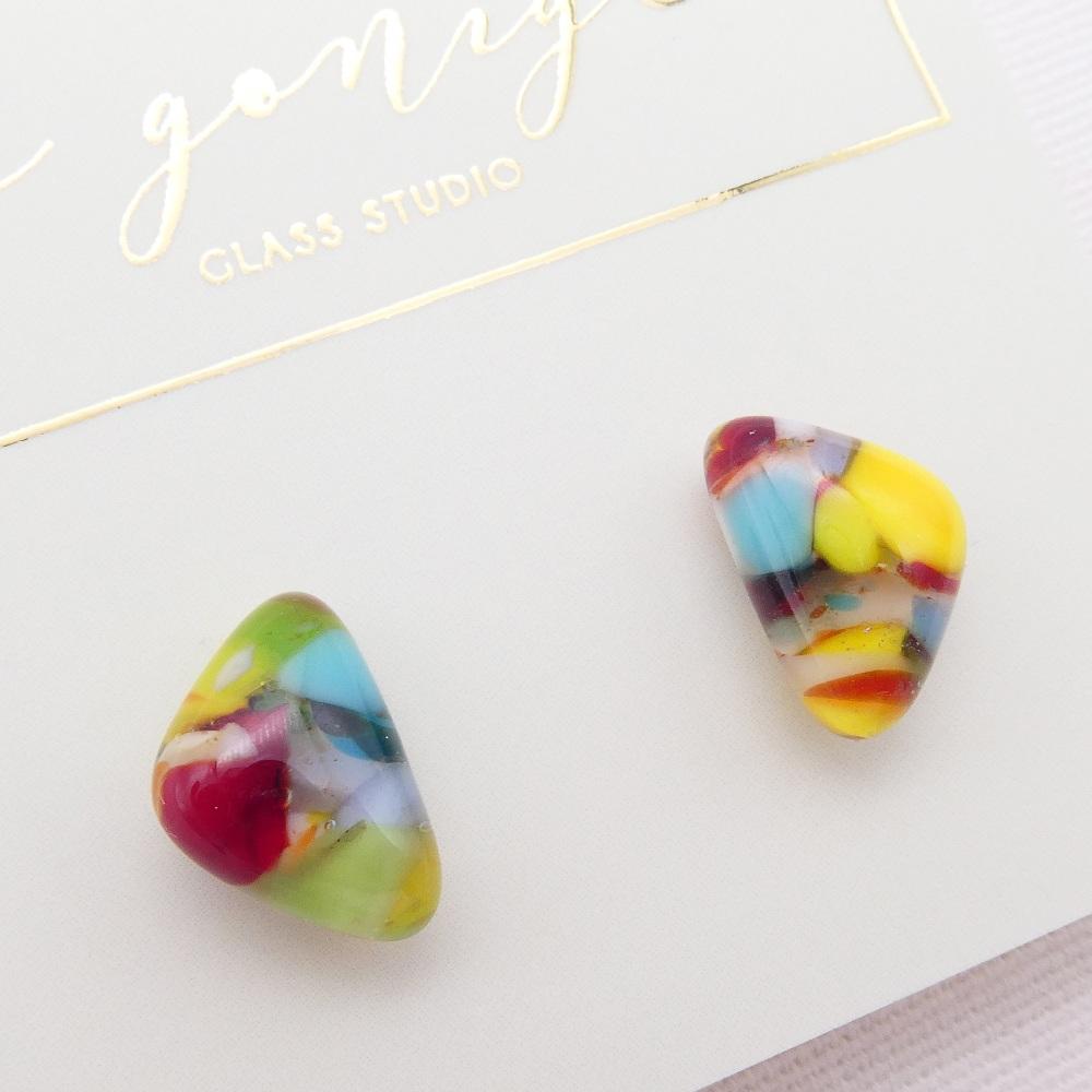 Multicoloured  geo studs #1