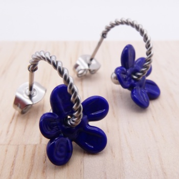 Small navy flower twisted hoops-silver
